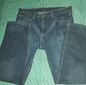 LEVIS 505 size 33-32 medium wash straight  jeans